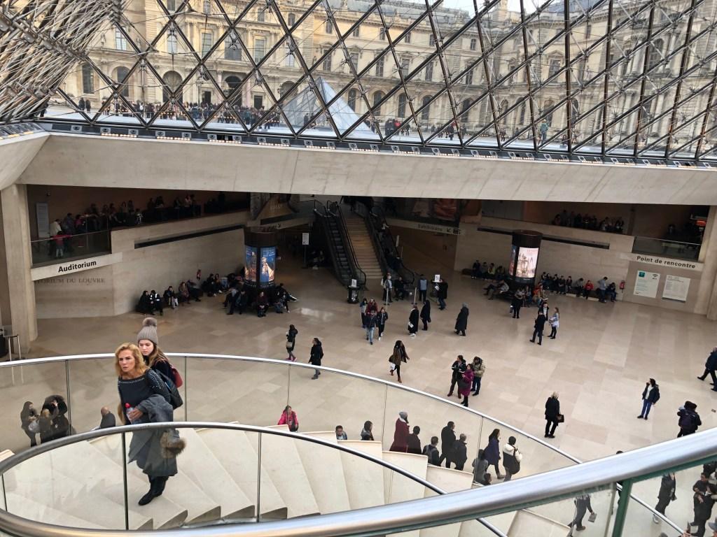 زيارة متحف اللوفر باريس