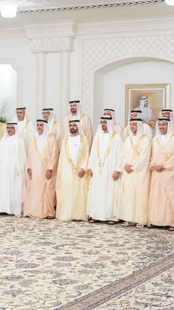 محمد بن راشد ومحمد بن زايد يشهدان اداء قسم الوزراء الجدد في الحكومة بقصر المشرف بابوظبي