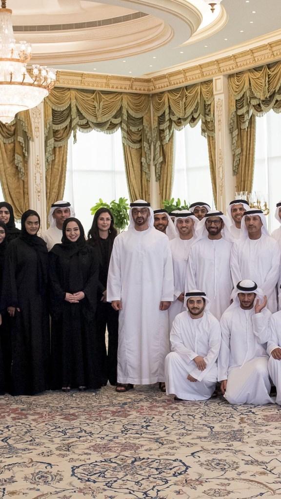 #محمد_بن_زايد يستقبل وفدا من #وكالة_الإمارات_للفضاء يرافقه ممثلي قطاع الفضاء في الدولة ويطلع على الخطط الاستراتيجية لهذا القطاع .