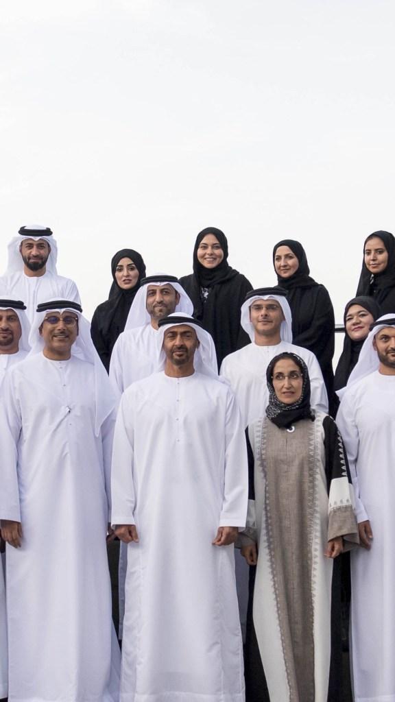 """#محمد_بن_زايد يستقبل وفدا من #كليات_التقنية_العليا ويطلع على استراتيجية """"الجيل الثاني"""" لتأهيل الطلبة بما يفي بمتطلبات نهضة الوطن"""