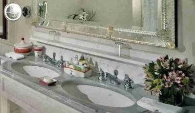 particolare di specchio veneziano inciso