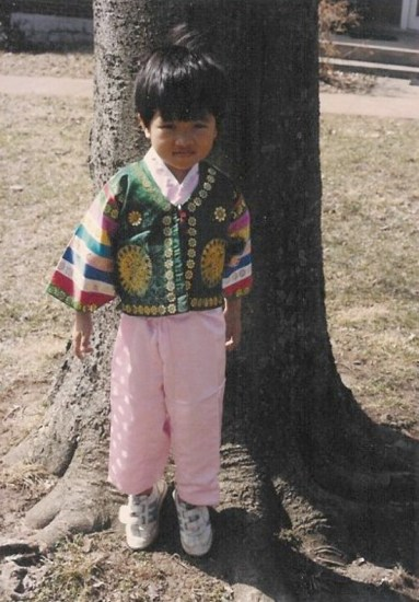 A young Jong-Min growing up in Tennessee.