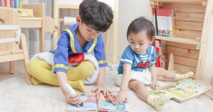 【寶寶的第一套點讀筆怎麼選?|KidsRead Plus版 2.0錄音點讀筆。錄音貼紙。浣熊藍芽喇叭】