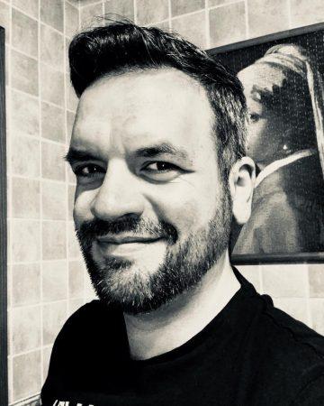 Héctor Garrido     Presidente / Fundador