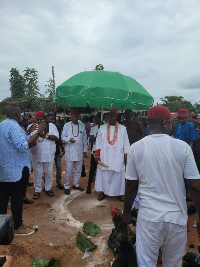 Thugs Attack Obi Of Ogwashi-Uku, HRM Obi Ifechukwude Aninshi Okonjo II (Photos/Video)