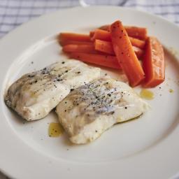 Merluza a baja temperatura con zanahorias