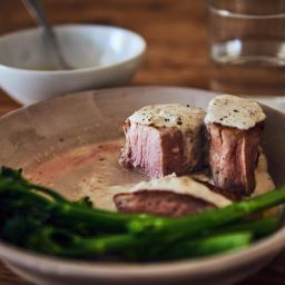 Solomillo de cerdo sous vide con salsa de gorgonzola