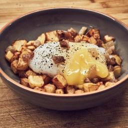 Huevo de oca a baja temperatura con patatas y papada ibérica