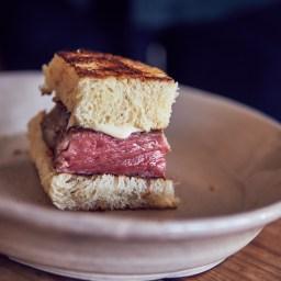Sandwich de Kobe a baja temperatura empanado
