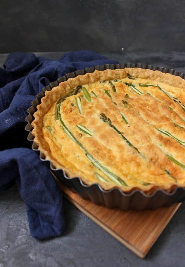 Close up on the pie in the quiche pan with a blue napkin