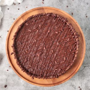 Finished tart from above on a wooden cake stand