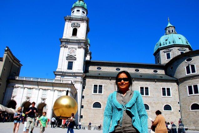 Stephan Balkenhol′s Sphaera, Kapitelplatz, Salzburg, Austria (1)
