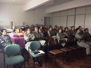 Efetivo feminino participou de atividade alusiva ao mês que busca a prevenção do câncer de mama | Foto: 3º BPAT