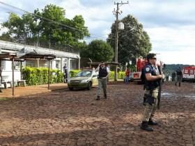Brigada Milita foi acionada após início da confusão em Presídio de Sarandi (Foto: João Lima/Rádio Sarandi)