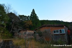 abandoned-bungalows-in-japan