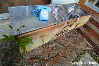 abandoned-outdoor-plumbing