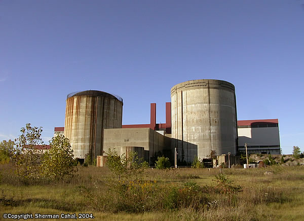 Marble Hill em 2004: erros na execução da obra, problemas de financiamento e pressão popular levaram ao abandono do empreendimento, que vem sendo demolido desde 2008.