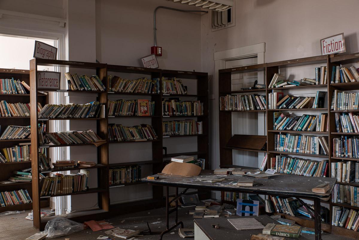 Lafayette-Bloom School Library