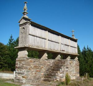 Author: Bjørn Christian Tørrissen via Wikipedia Commons Horreo in Galicia