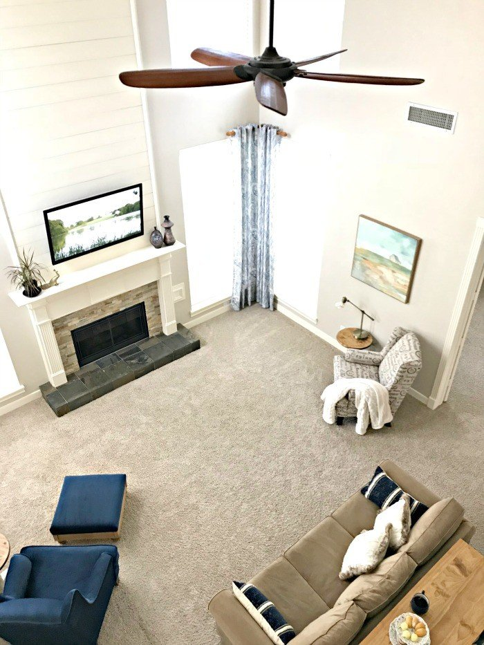 A colorful Modern Farmhouse Living Room Makeover, I love! It's fun, beautiful, and stylish. Full of living room decor and design ideas JoAnna Gaines would approve. :) #AbbottsAtHome #ModernFarmhouse #TraditionalHome #LivingRoom #Farmhouse