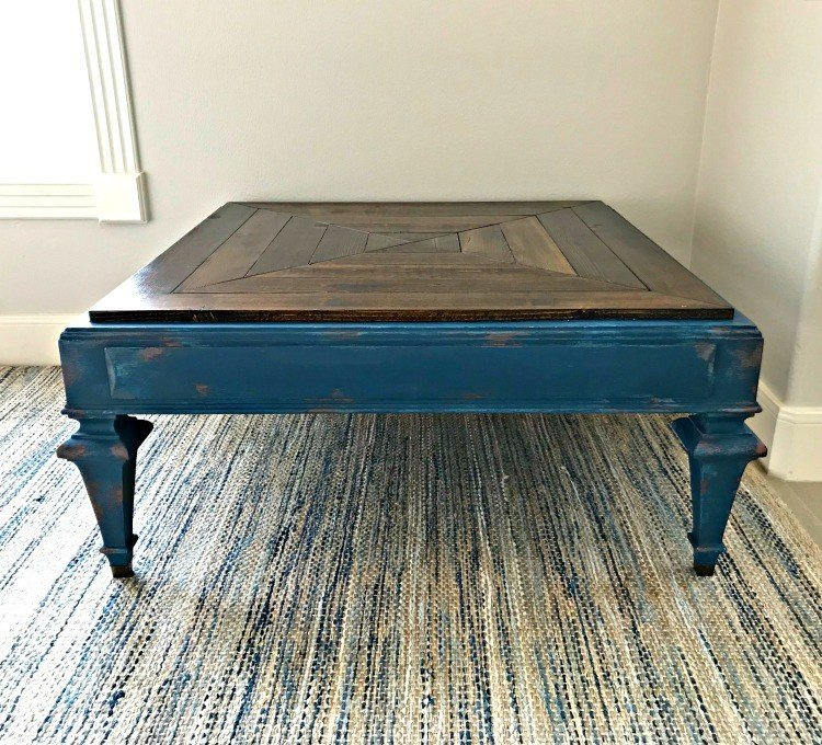 I love an easy to follow how-to video. This pretty dark blue and copper chalk paint DIY makeover adds tons of style and character to boring furniture. #AbbottsAtHome #FurnitureMakeover #FurniturePainting #ChalkPaint