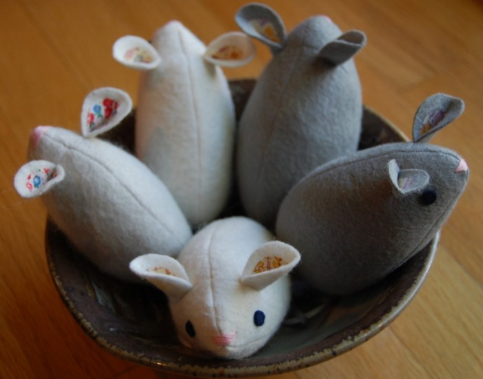 mice in a bowl
