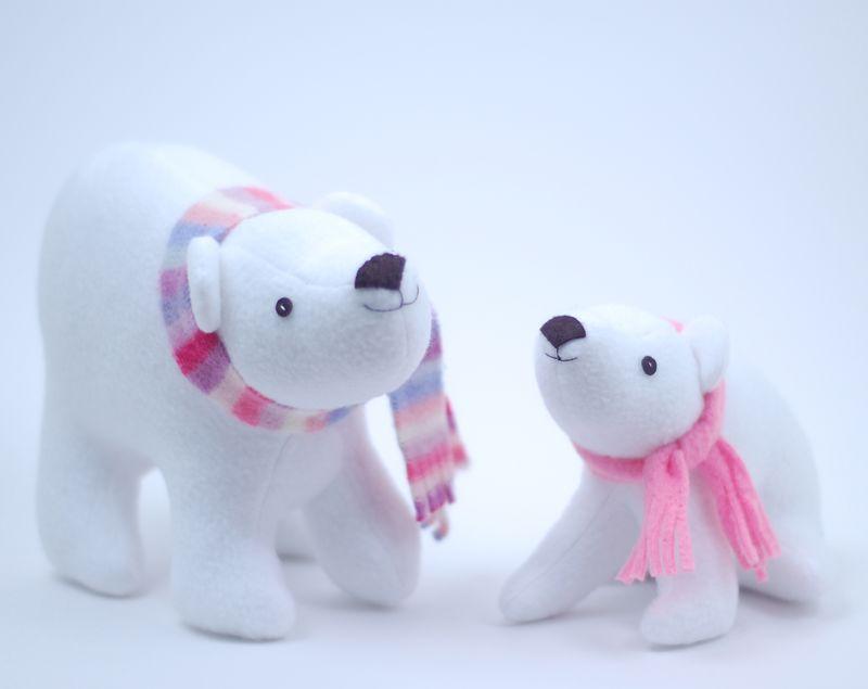 Plush polar bears