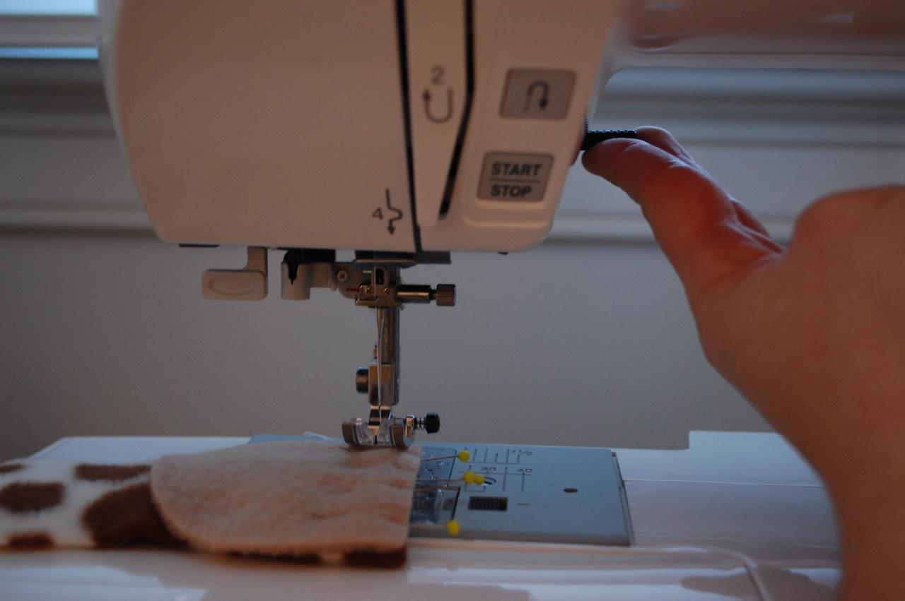 7bf58e5cdf432 Two Essential Tricks for Sewing Thick Fabrics - whileshenaps.com