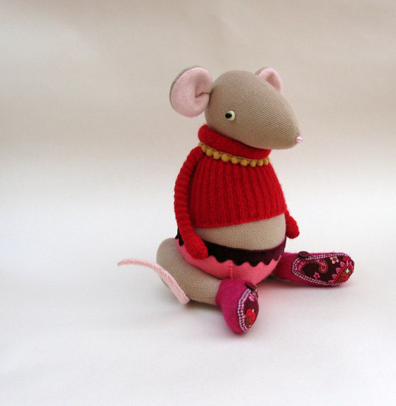 Cream Velour Mouse by SkippityHop Creatures