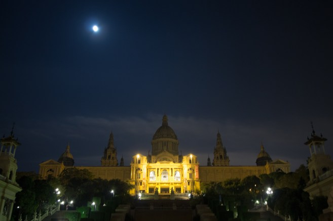 Full moon on top of Museu Nacional d'Art