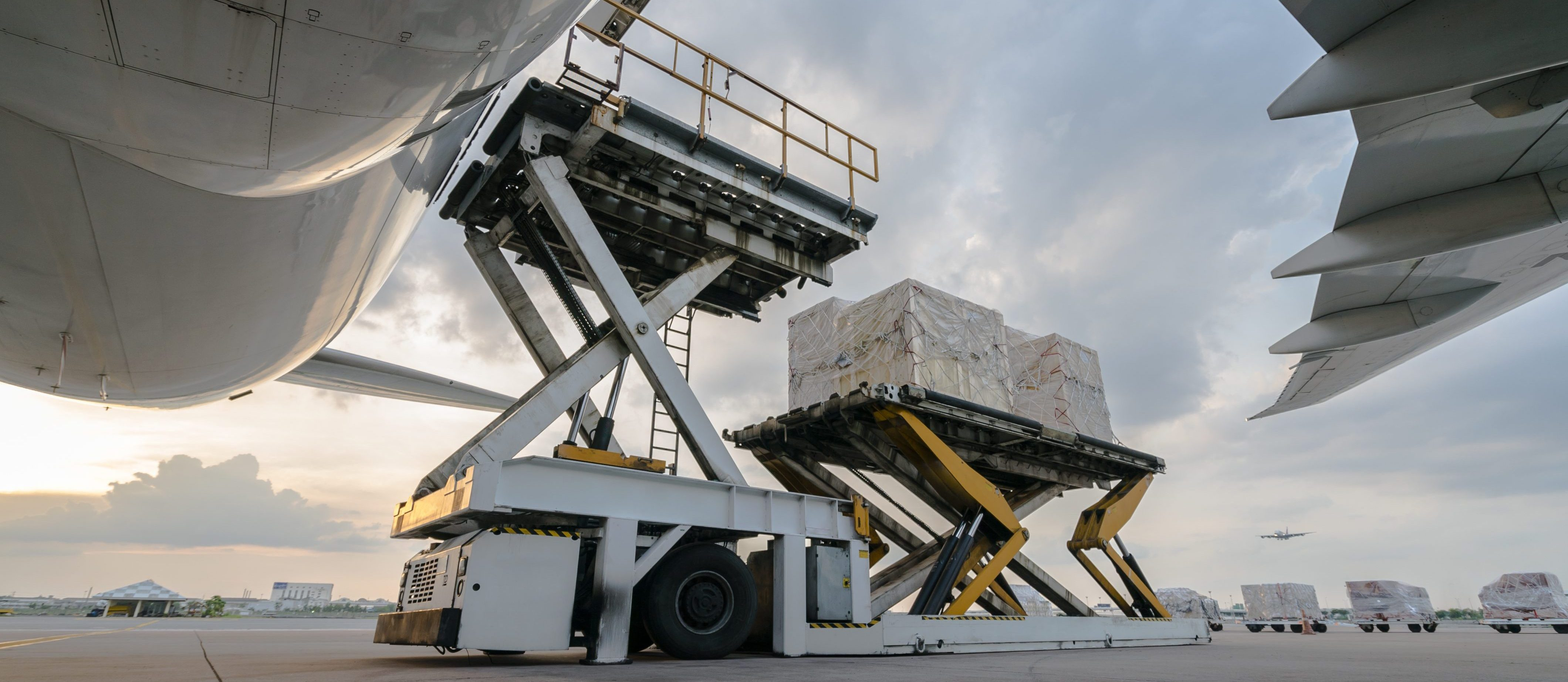 Loading cargo to the airplane
