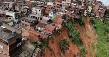 Áreas de Salvador são atingidas pelas fortes chuvas. Na foto, o Bairro do Lobato. Foto: Manu Dias/ Governo da Bahia