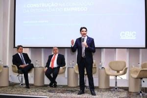 Deputado Efraim Filho (DEM-PB), José Carlos Martins e Deputado Silvio Costa Filho (Republicanos-PB). Foto: Divulgação/ CBIC