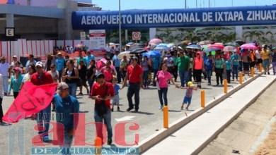 Photo of Cetegistas marchan en el aeropuerto internacional