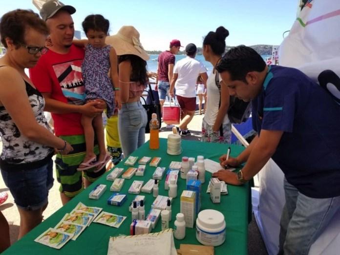 medicos-atienden-turistas-zihuatanejo.jpg