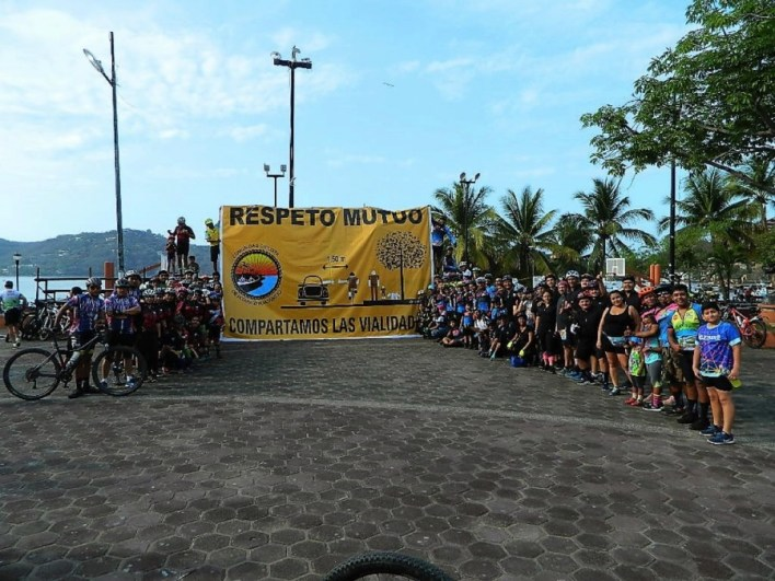 ciclistas-hacen-recorrido-cultura-vial--ixtapa--zihuatanejo_001.jpg