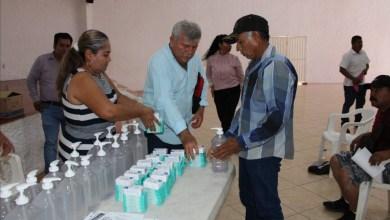 Photo of El gobierno municipal de Petatlán, entrega material de limpieza a Comisarios para prevenir la propagación en sus comunidades del Covid-19