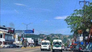Photo of Urgen sanciones para conductores del transporte público que no respetan semáforos