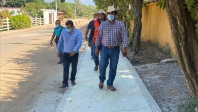 Photo of Presidente Crescencio Reyes supervisa obra de Andador Costero en Troncones y rastreo de caminos rurales