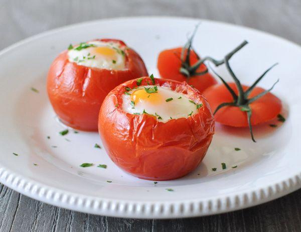 jajka-pieczone-w-pomidorach