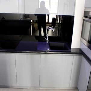 czerń i biel spotyka się w kuchni projekty kuchenne za wymiar i na zamówienie