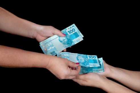 Sonhar que está pedindo dinheiro, o que significa?