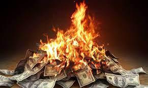 O que significa sonhar que está queimando dinheiro?