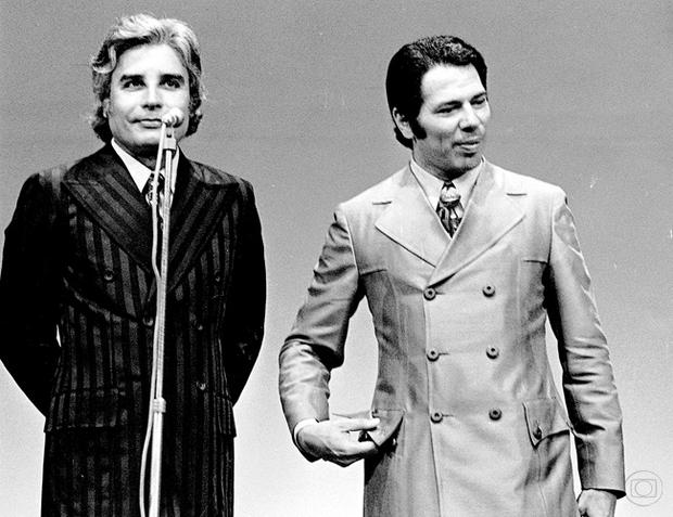Silvio Santos e Cid Moreira na Globo (Foto: Memória Globo)