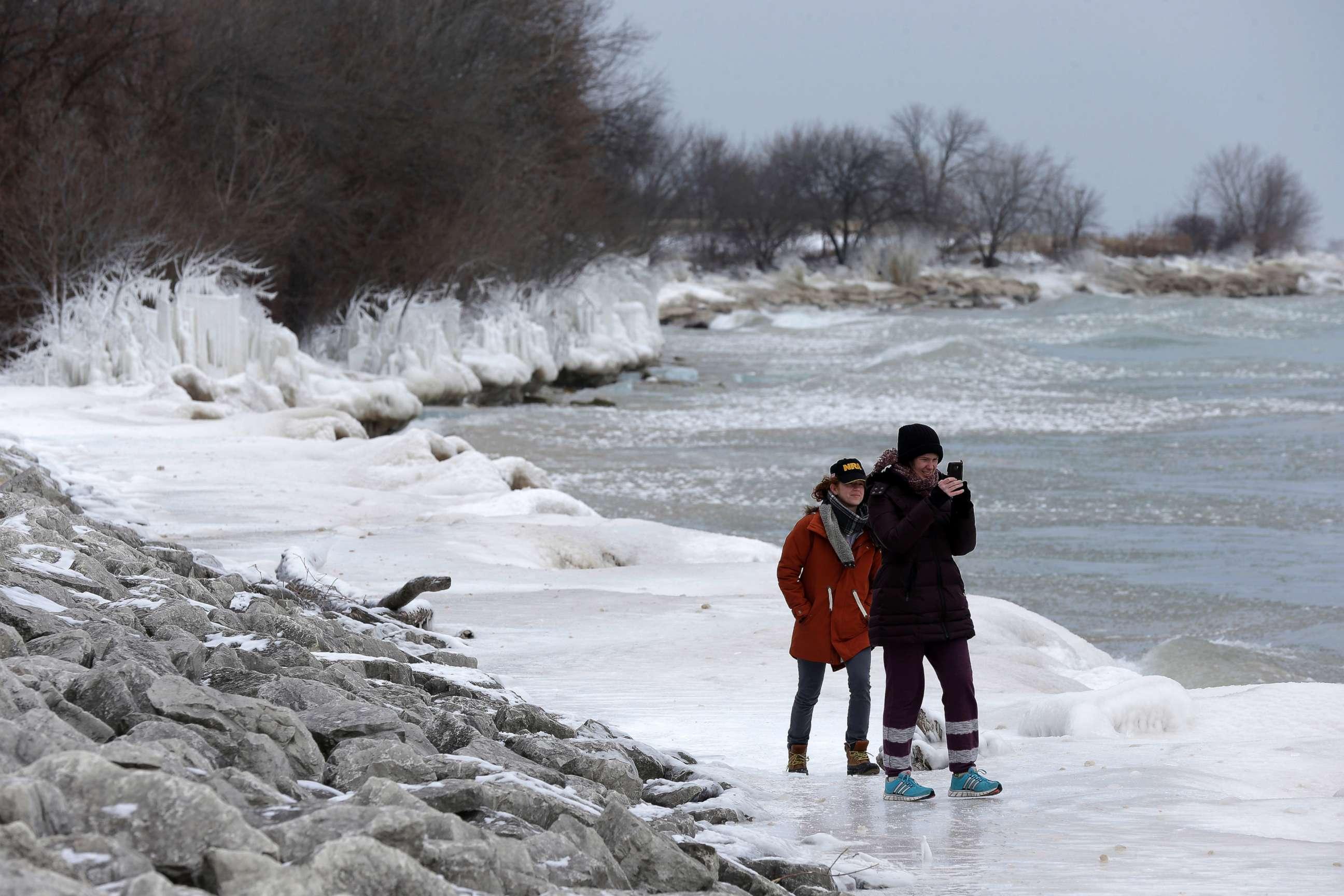 https://i2.wp.com/abcnews.go.com/images/US/winter-weather-wisconsin-ap-jt-180107.jpg