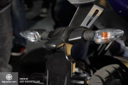 Yamaha_R15_014