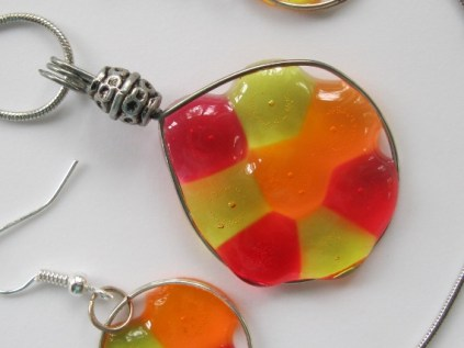 acrylic earrings and necklaces 009 (570x428)