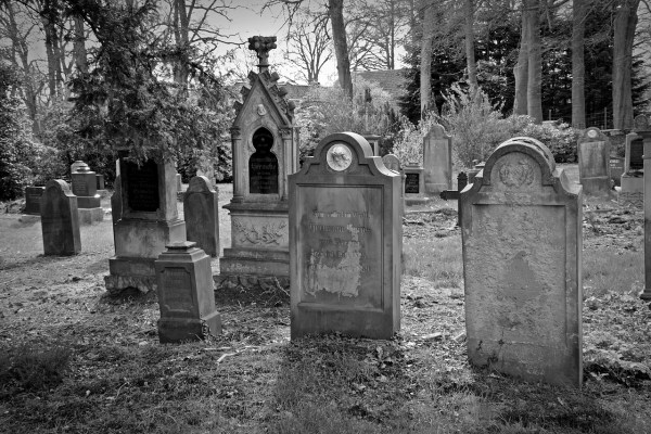 A heart full of graves. Image: tombstone-2254390_1280