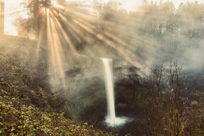 WaterfallLightRays
