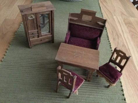 Møblerne trænger til en kærlig hånd.